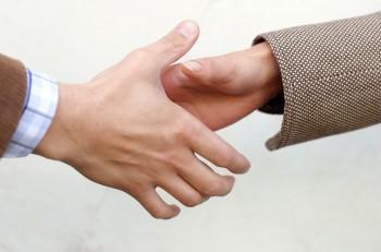 handshake-detail-1532854
